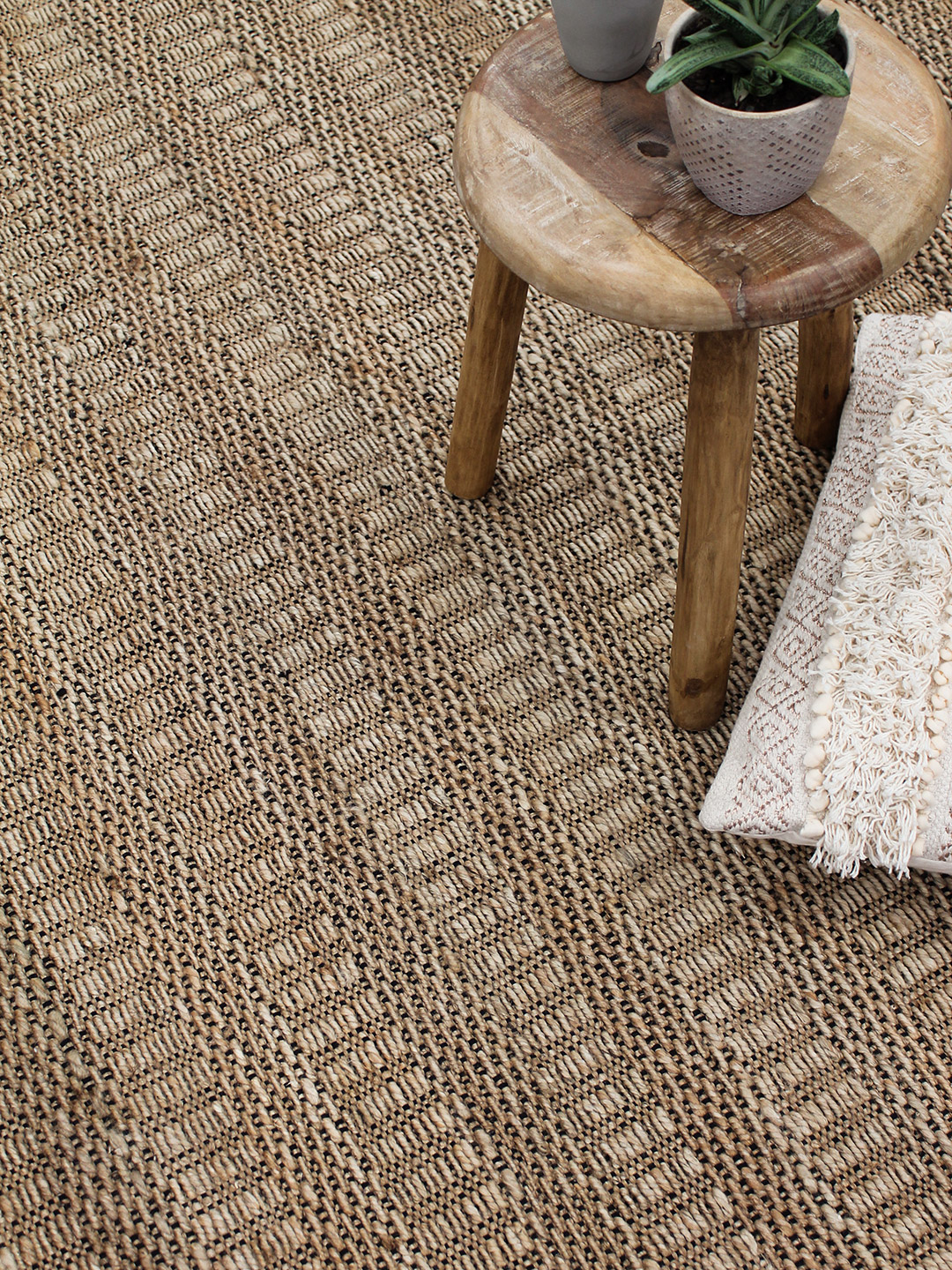 Kingston-Natural-jute-stans-rug-centre-handwoven
