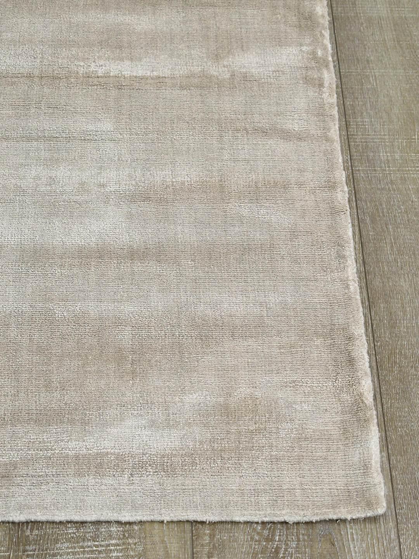 Glitz-linen-beige-cream-stans-rug-centre