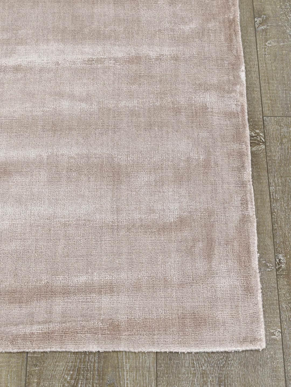 Glitz-Pixie-pink-art silk-stans-rug-centre-